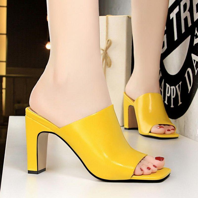 4768365cd0a Compre Zapatos De Mujer Moda De Verano Tacones Altos Zapatillas Amarillas  Sandalias Sexy Punta Abierta Diapositivas Del Color Del Caramelo Bombas Del  ...