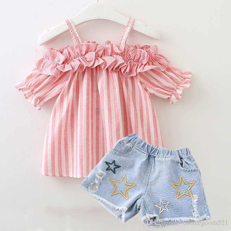 c43ac66f5 Compre Baby Girl Clothes Summer Girl Lovely Shouler Off Stripe Top  Pantalones Cortos De Mezclilla 2 Piezas Conjuntos Niños Ropa De Verano es A  $45.87 Del ...
