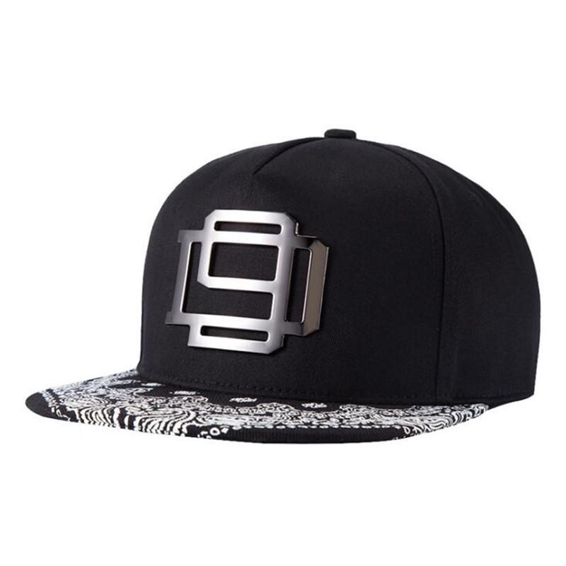 Compre Unisex Moda 5 Paneles Algodón Snapback Cap Logo De Metal Para Hombre  De Ala Plana Sombreros De Béisbol Hip Hop Skateboard Caps Casquette A  4.53  Del ... cc1f8ad3b128
