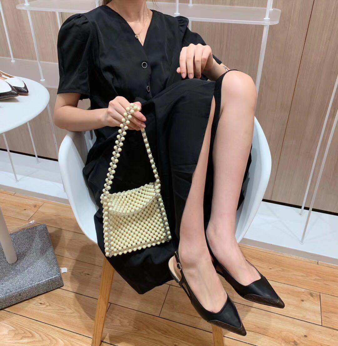 Hot Sale-2019 Spelling Grain Stone Color Sharp Level One Buckle Portare bocca bassa Baotou Back Air Fairy Low con scarpa singola Donna
