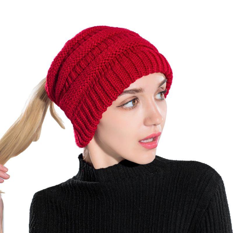 Compre 200 UNIDS   LOTE Sombrero De Invierno Para Mujeres Sin Top Beanie De  Punto Sombrero Mujer Invierno Cálido Sombrero De Color Sólido Capo Femme A  ... 670f43b66d3