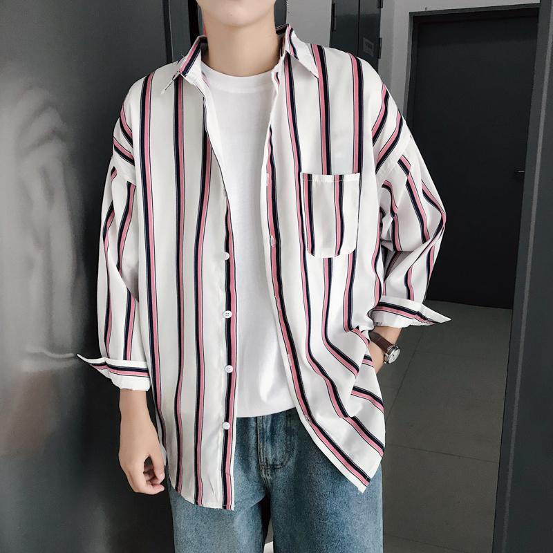 7ac165c855 Compre 2019 Primavera Nueva Tendencia Ropa Para Hombres Estilo HK Tiempo  Libre Raya Moda Coreana Vestido Informal Gentleman Camisa Clásica A  36.84  Del ...