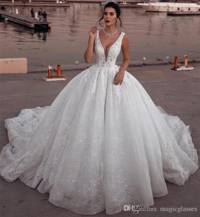 Noble White 2019 Ball Gown Wedding Dresses Full Lace Appliques Plunging Neck Court Train Arabic Dubai Style Bridal Gowns Luxury