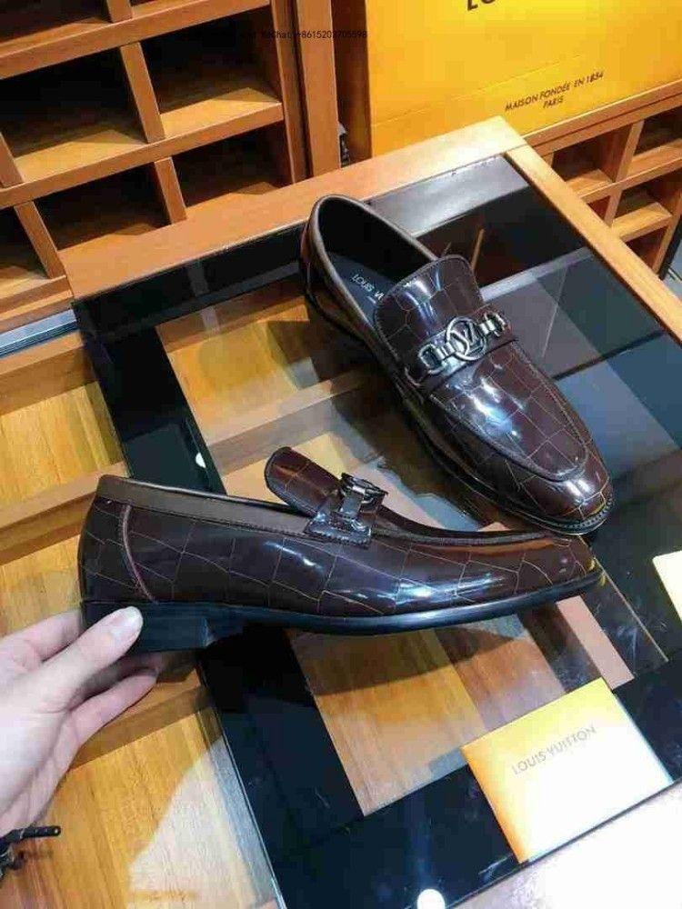 4fe57e3a9f Compre Nova 2019 Marca Preto E Branco Homens Vestido Sapatos Inglaterra  Tendência Casual Lazer Couro Respirável Para Calçados Masculinos Mocassins  Homens De ...
