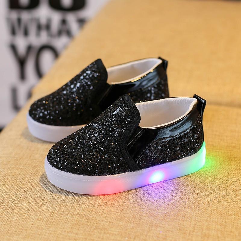 f220d903b7b86c Compre Primavera Outono Bebê Crianças Lightenning Shoes Crianças Led Flash  Sneakers Sapatilhas De Lantejoulas Meninas Princesa Relâmpago Shoes De  Fashion09