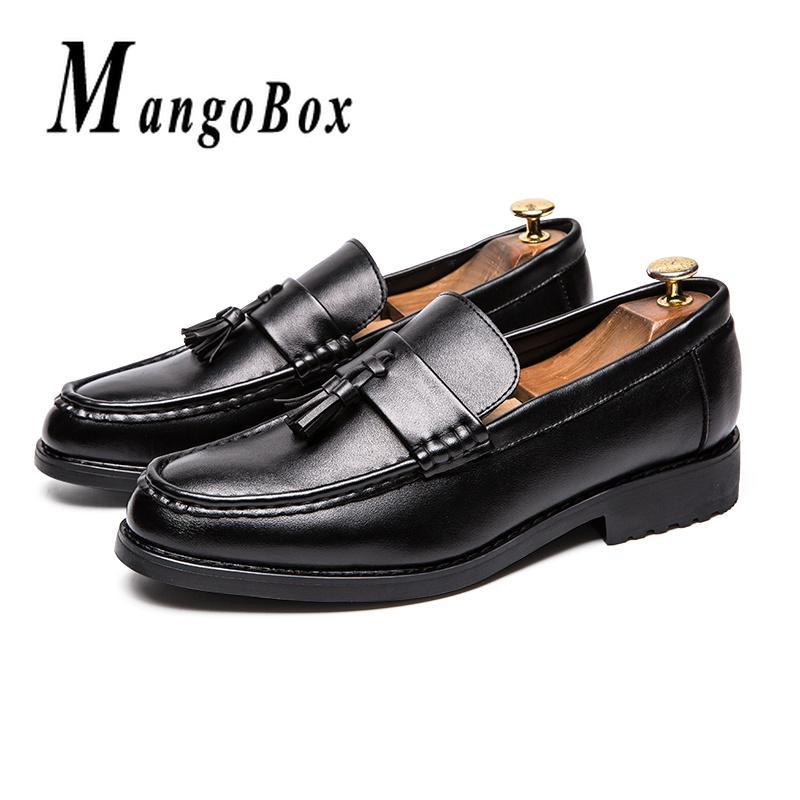 8fd4223063b Compre Hombre Zapatos De Vestir Clásicos Negro Marrón Para Hombre Zapatos  Sociales Primavera Otoño Hombres De Negocios Mocasines De Goma De La Borla  ...