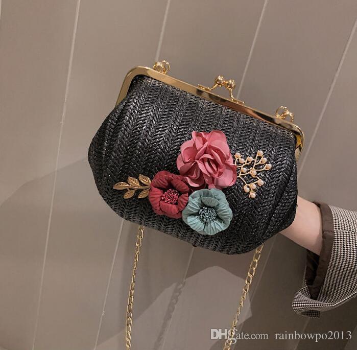 ec93519f2 Fábrica al por mayor marca mujer bolso de verano nuevo trenzado bolso de  playa dulce y encantadora flores 3D bolso de cadena tejida moda