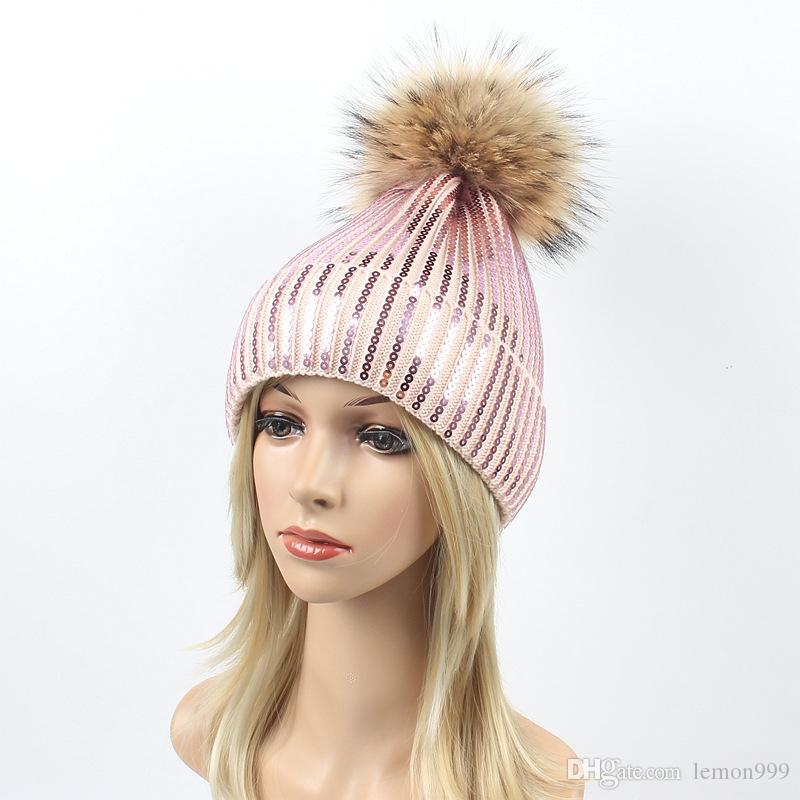 Compre Mujer Sombreros De Invierno Gorro Para Niñas Gorros De Punto Piel De  Mapache Pelota De Pompones Sombreros Cráneo Sombrero De Esquí Cálido Gorros  ... bdd3d04c413