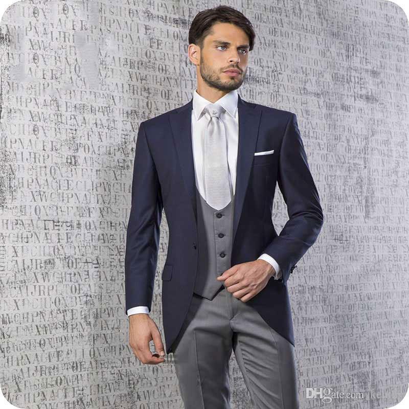 ... Trajes De Hombre Hombre Blazer Novio Boda Esmoquin 3 Piezas Abrigo  Pantalones Chaleco Traje Clásico Hombre Fit Chaleco Blanco Disfraz Homme  Ternos A ... b82da6d1eb8