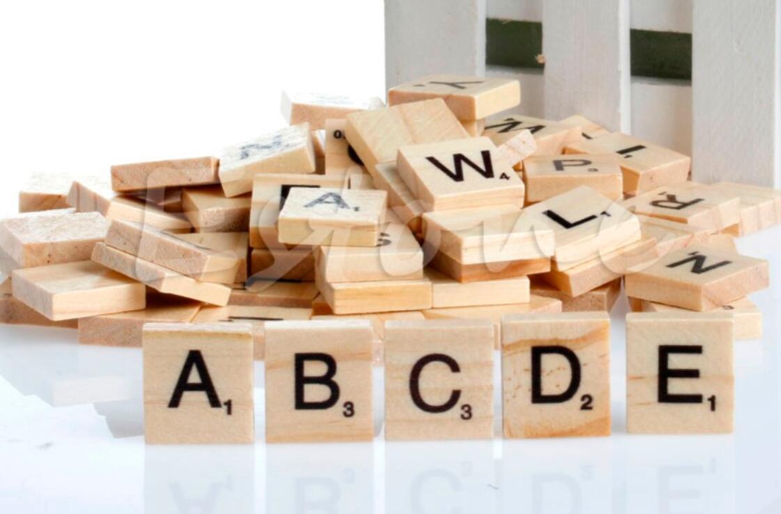 Acquista hot in legno alfabeto scrabble piastrelle nero