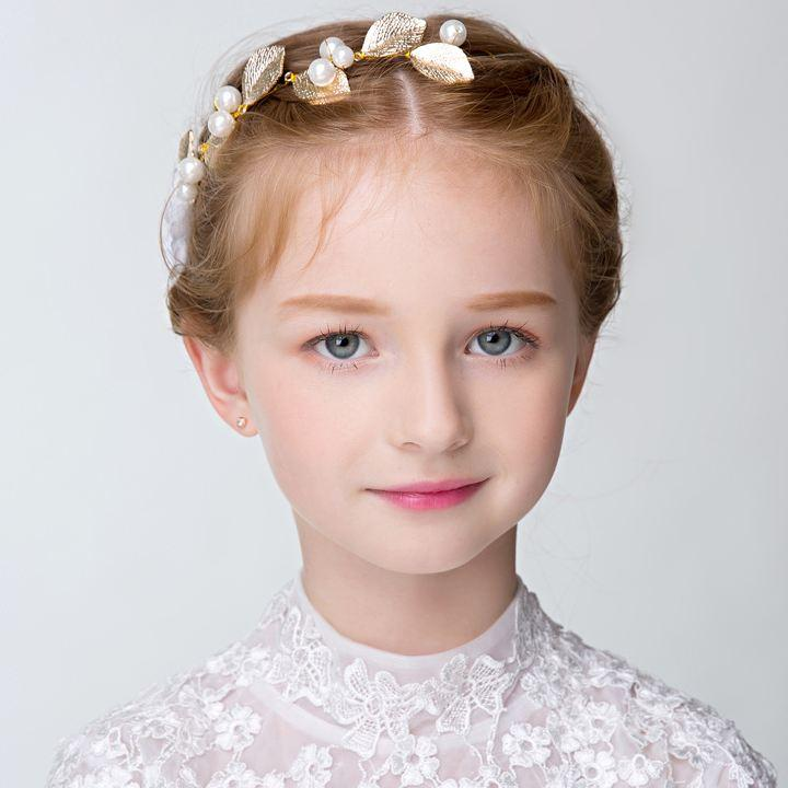Girl Hair Jewelry with Pearl Decoration and Princess Dress Jewelry at A Birthday Party or Weeding
