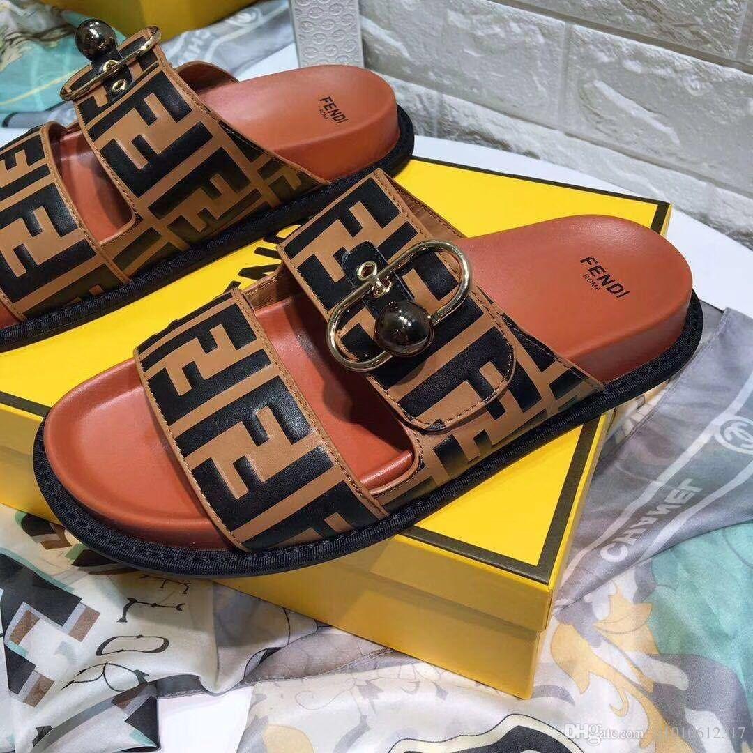 07fce2763bd3 2019 Nuevas mujeres de la moda Sandalias casuales Zapatillas de cuero para  mujer Zapatos de playa mujer Diseño de lujo chancletas Sandalias Peep Toe  ...