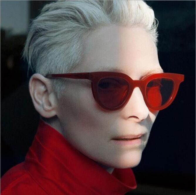 b9bcdbf98ae4d Compre Atacado New 2019 Feminino Moda Retro Óculos Cores Mulheres Do Vintage  Óculos De Sol Cateye Designer De Óculos De Menina Oculos De Mezumo, ...