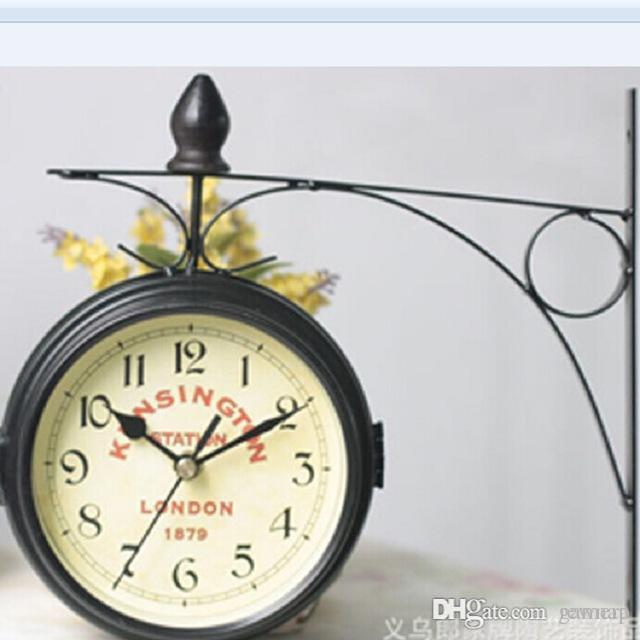 ffee09c5577 Compre Atacado Europeu Retro Frente E Verso Relógio De Parede De Metal  Pendurado Relógios Rodada Pequena Casa Sala De Estar Corredor Saat Sided  Relógio ...