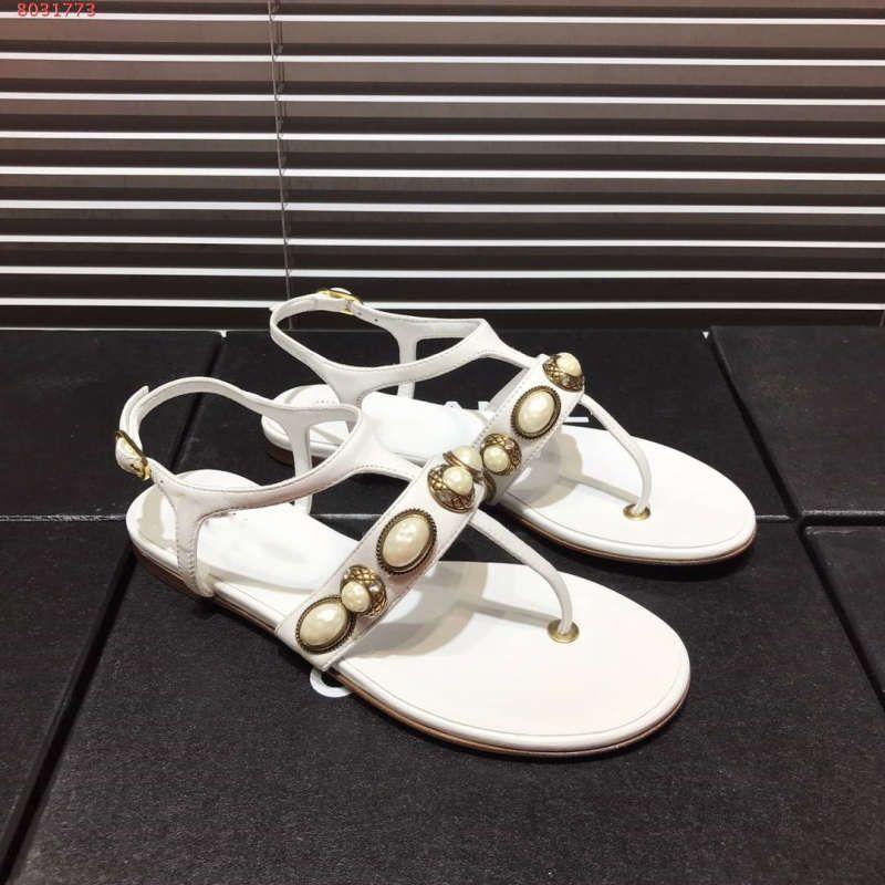 db08f673 Compre Las Últimas 2019 Sandalias Planas Clásicas De Las Mujeres, Cristal  De Zapatos De Mujer Adornados, Tamaño 35 39, Con El Embalaje A $100.51 Del  ...
