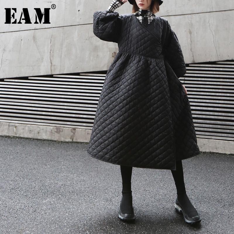 d4708541bf4 EAM 2019 New Spring Winter V-collar Long Sleeve Black Loose Long Bandage  Cotton-padded Coat Women Parkas Fashion Tide JK415 Parkas Cheap Parkas EAM  2019 New ...