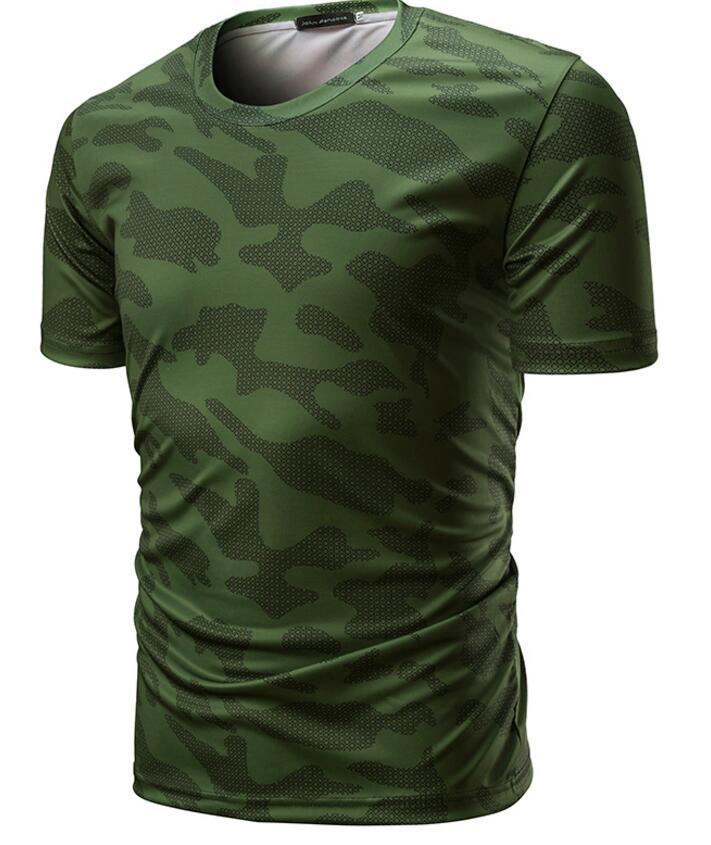 95d68c2b4c49 Europa y Estados Unidos modelos de explosión 2018 nuevos hombres comercio  exterior cuello redondo camiseta de gran tamaño Ejército verde camuflaje ...