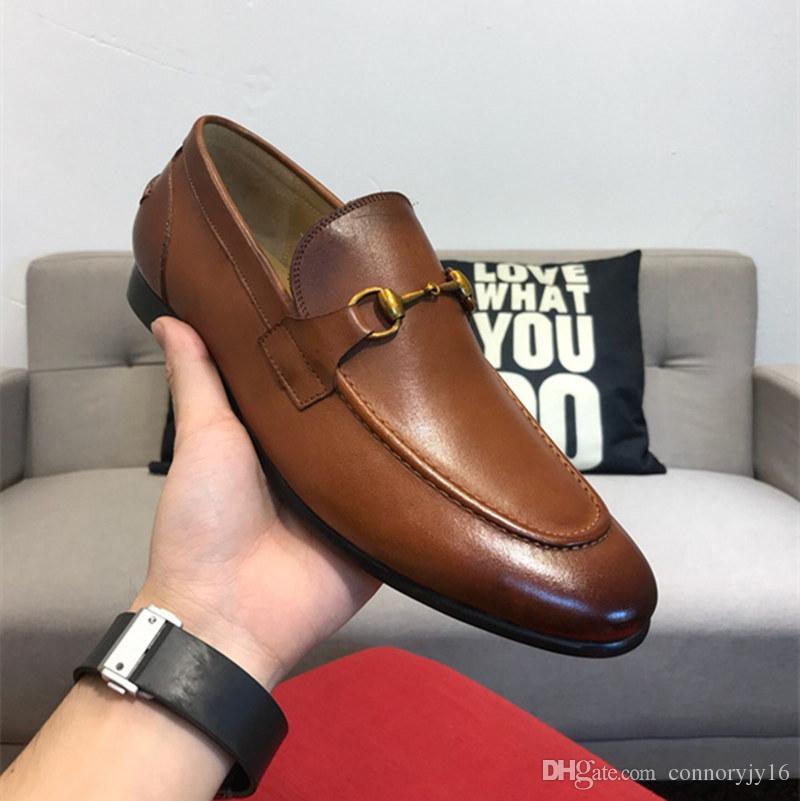 1acb85f1ada Acheter 2019 Italien New Brogue Designer Marque Chaussures Décontractées  Pour Hommes Chaussures En Cuir De Vachette Slip On Metal Button Chaussure  De ...