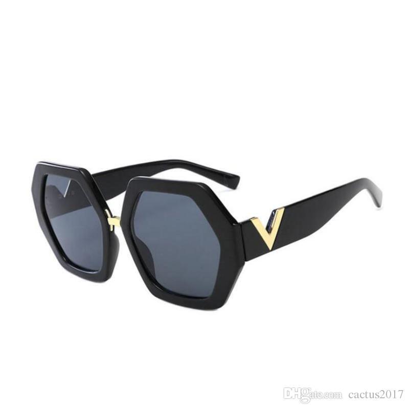 Compre Quadrado De Luxo Óculos De Sol Das Mulheres Da Marca Designer De  Óculos De Sol Para As Mulheres Na Moda Óculos De Sol Oculos Masculino  Masculino De ... 7f02bd3502