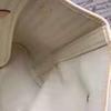 interno bianco cachi della grata