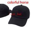 أسود مع حصان ملون
