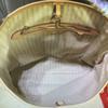 أبيض منقوش داخل المشمش