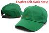 الأخضر مع حزام جلد الحصان الأسود