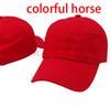 أحمر مع الحصان ملون