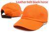 البرتقالي مع حزام جلد الحصان الأسود