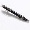 Uma caneta esferográfica preta ++