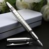 Uma caneta de metal +++