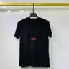 schwarz mit roten Buchstaben T-Shirt