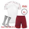 Remiendo del traje de los niños