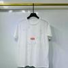 Weiß mit roten Buchstaben T-Shirt