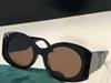 Siyah Çerçeveli Kahverengi Lensler