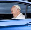 Papst (links)