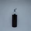 زجاجة سوداء + مضخة فضية