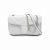 Белая сумка с серебряной цепью