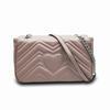 Розовая сумка с серебряной цепью