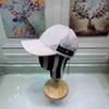 4 قبعة بيضاء
