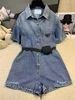 синее платье рубашки с поясом