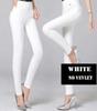 De color blanco