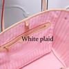 منقوشة بيضاء