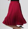 Wein-rote lange Röcke