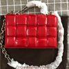 Cadeia de prata vermelha