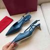 Mavi (orta topuk ayakkabı)