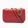 Красная сумка с золотой цепью