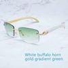 Beyaz altın yeşil