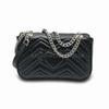 Черная сумка с серебряной цепью