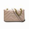 Розовая сумка с золотой цепью